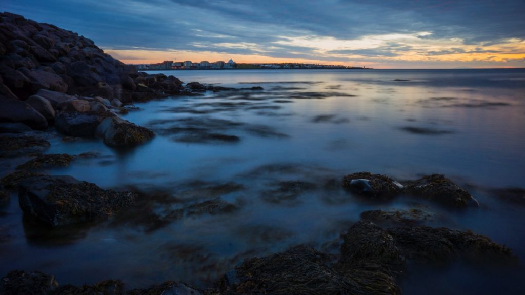 Island, utsikt över Reykjaviks kust